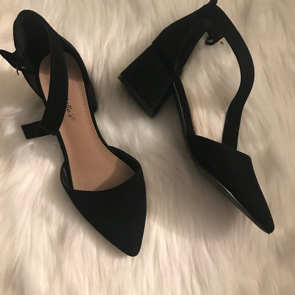 Very Chic Pointed Toe Ankle Strap Block